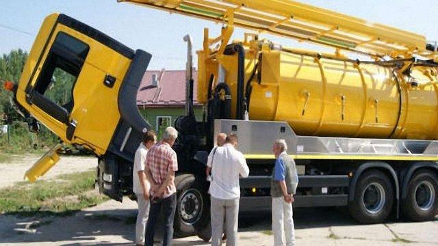 «Львівводоканал» запустив в роботу спецмашини для очистки колекторів