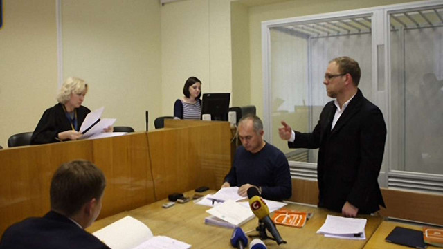 Журналістів не пустили на суд у справі Власенка