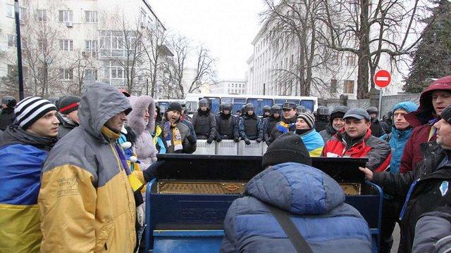 У Києві на вул. Банковій з'явилося вуличне піаніно