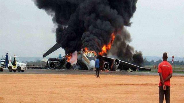 В Алжирі розбився військовий літак, більше сотні загиблих