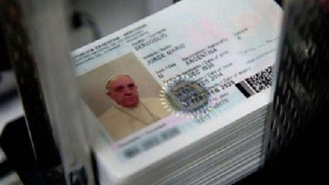 Папа Римський отримає новий паспорт