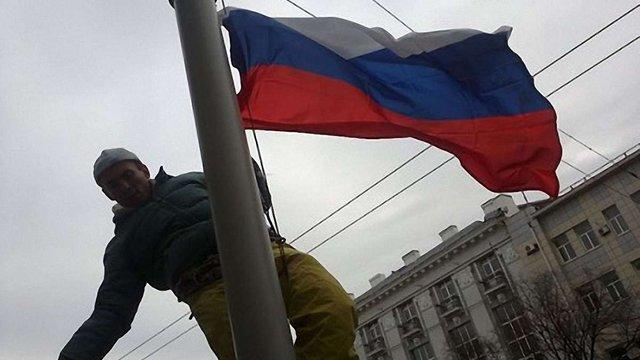 У Донецьку над облрадою підняли російський прапор