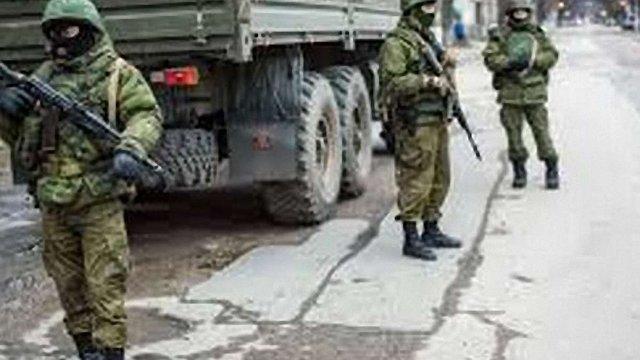 У Криму росіяни захопили військкомат, активістів обстріляли