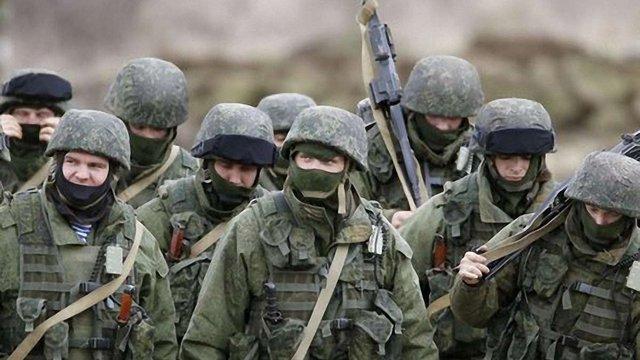 Росія й надалі стягує війська і техніку до Криму