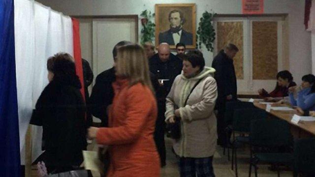 У Криму проходить неконституційний референдум