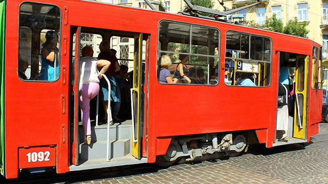 Подорожчання проїзду у трамваях обговорять на львівському Майдані