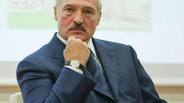 Лукашенко йде на війну з Путіним