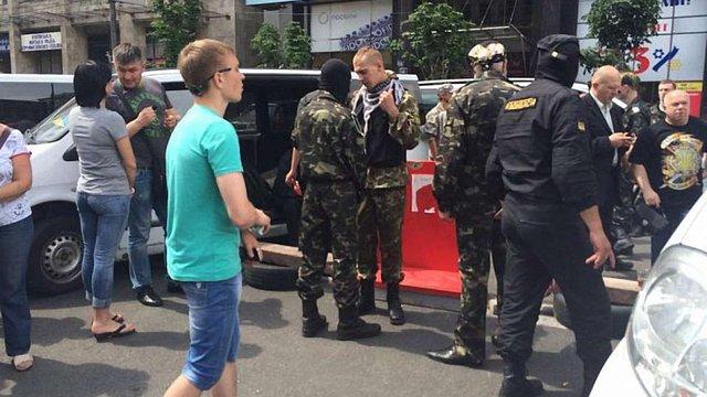 Семенченко навербував на Майдані чотири автобуси добровольців