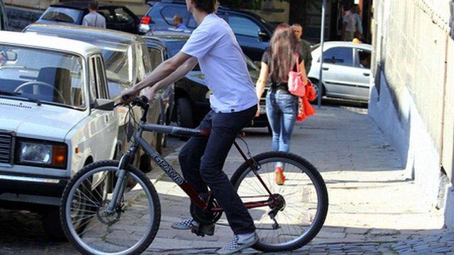 Львівські студенти вважають велосипед недостатньо безпечним транспортом