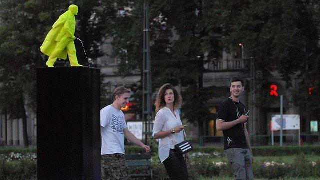 У Кракові з'явився пісяючий Ленін