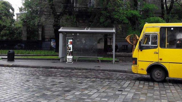 Незабаром на зупинці «Русалка Дністрова» запрацює перша полиця для книг у Львові