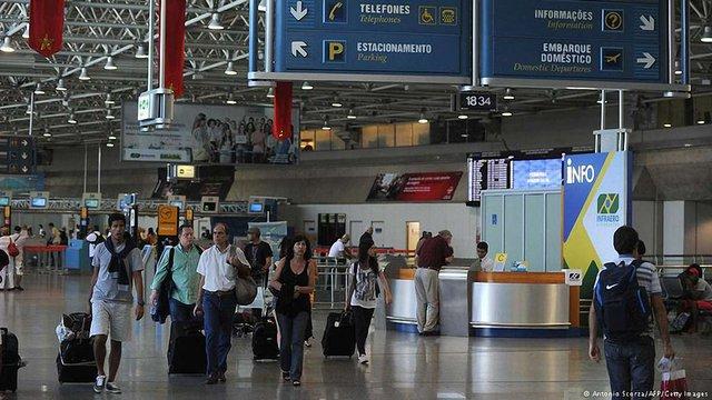 В аеропортах Ріо страйки проти Мундіалю