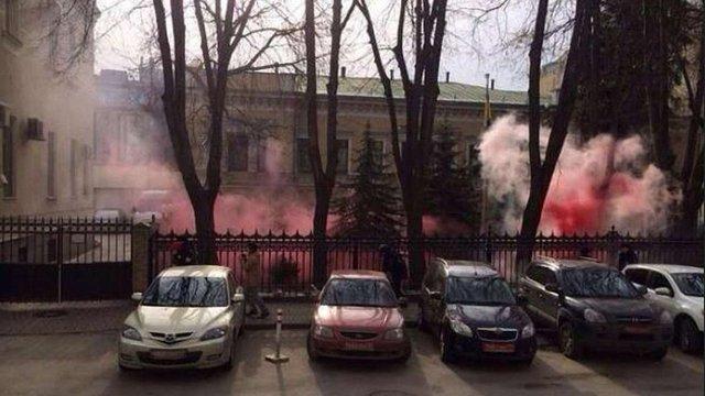 Українське посольство у Москві закидали димовими шашками