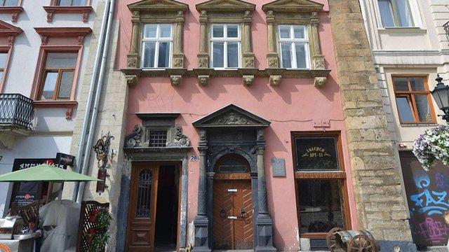 Мер Львова через соцмережі шукає покупців нерухомості на площі Ринок