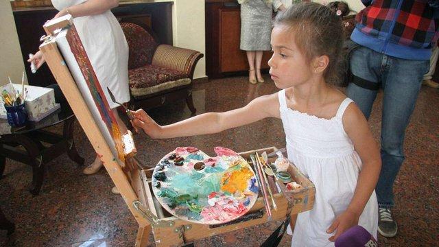 П'ятирічна художниця стала наймолодшою авторкою персональної виставки