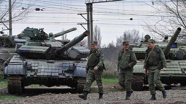 На території Росії для провокацій збирають військових і бронетехніку з символікою ЗСУ