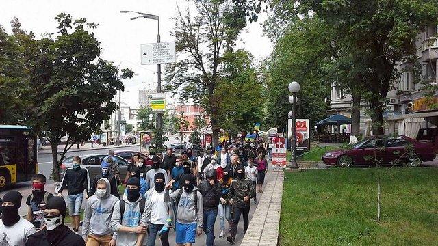 Активісти пікетують Києво-Печерську Лавру, щоб перешкодити хресній ході
