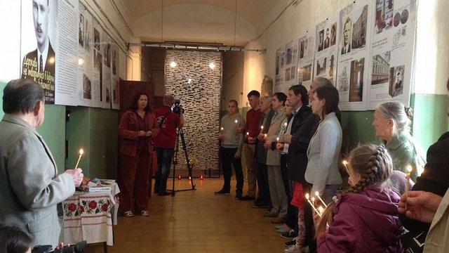 У «Тюрмі на Лонцького» відкрили виставку пам'яті Олега Ольжича