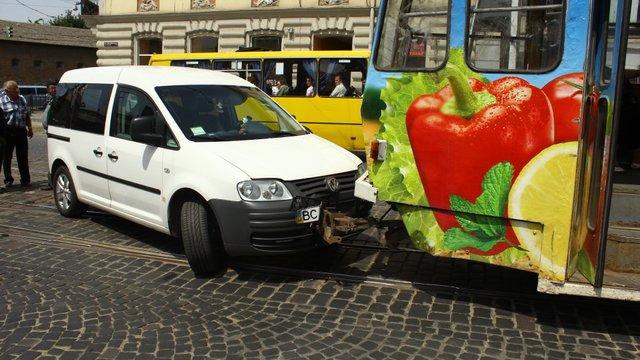 У центрі Львова стоять трамваї – аварія