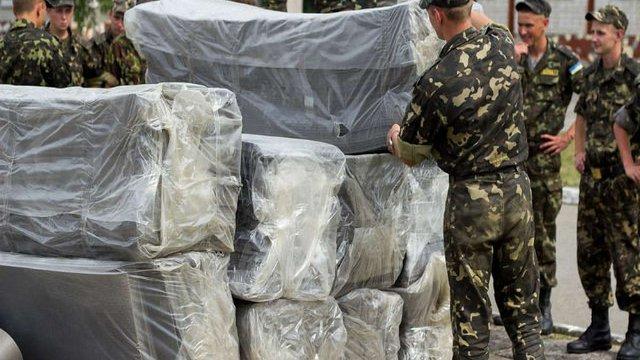 24-й механізованій бригаді у Яворові подарували каремати і дощові плащі