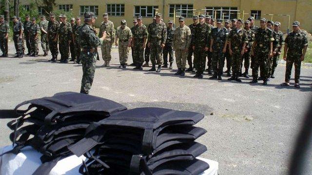 Васюник передав батальйону «Львів» та резервістам бронежилети
