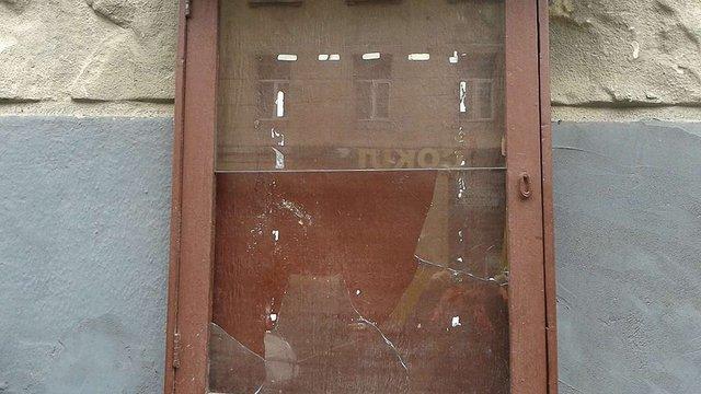У театрі ім. Лесі Українки побили вікна