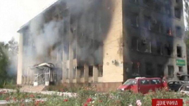 У Дзержинську знищено будівлю міськради (фото)