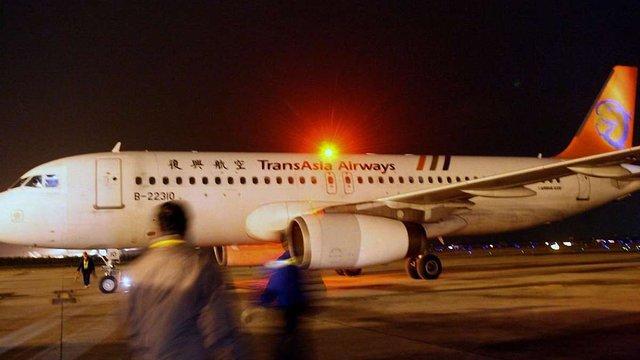 На Тайвані розбився пасажирський літак, загинули понад 50 людей