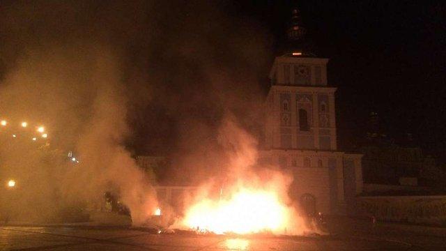 У центрі Києва спалили палатки майданівців встановлені під час Революції гідності