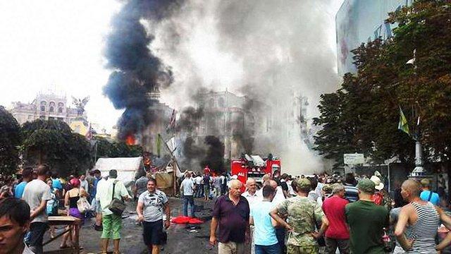 На Майдані Незалежності у Києві згоріли намети біля Стели Незалежності