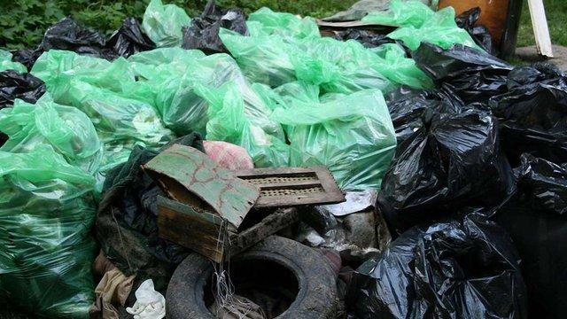 У львівському озері виловили два КАМАЗи відпрацьованих шин