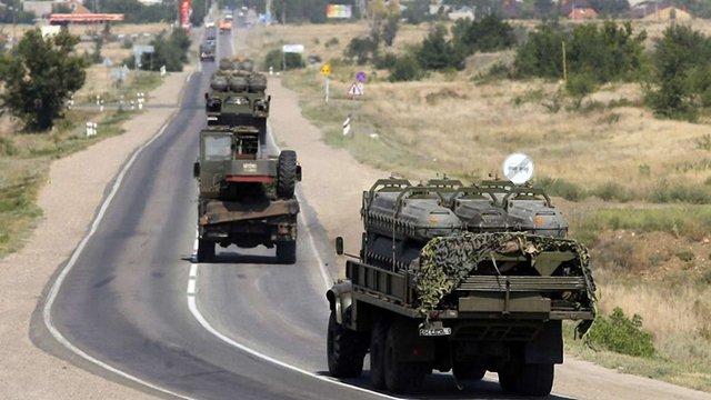 Журналісти зафіксували російські вантажівки з ракетами для ЗРК «Бук» поблизу кордону України