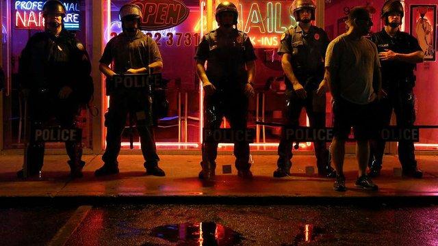 В американському місті Фергюсон через заворушення на расовому грунті введено надзвичайний стан