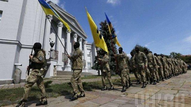 Зі столиці на Донбас вирушило 75 добровольців «Азову»