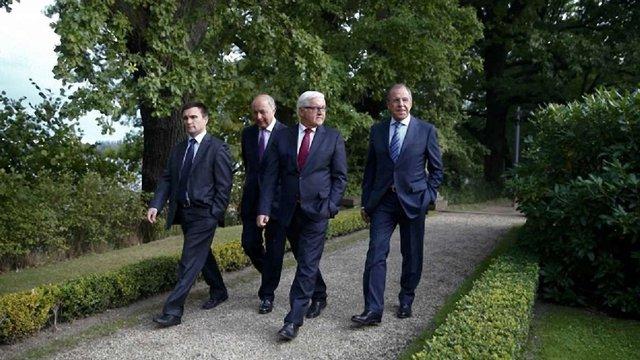 У Берліні відбуваються чотиристоронні переговори щодо України