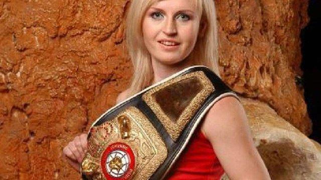 Боксерка продала свій чемпіонський пояс за ₴20 тис. на підтримку бійців АТО