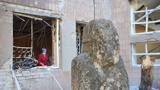 У Донецьку снаряди пошкодили обласний краєзнавчий музей