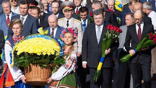 Президент з нагоди Дня Незалежності поклав квіти до пам'ятних місць українців