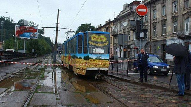 У забутому пакунку у львівському трамваї запідозрили вибухівку
