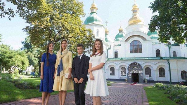 На День прапора Марина Порошенко була у сукні за 899 гривень