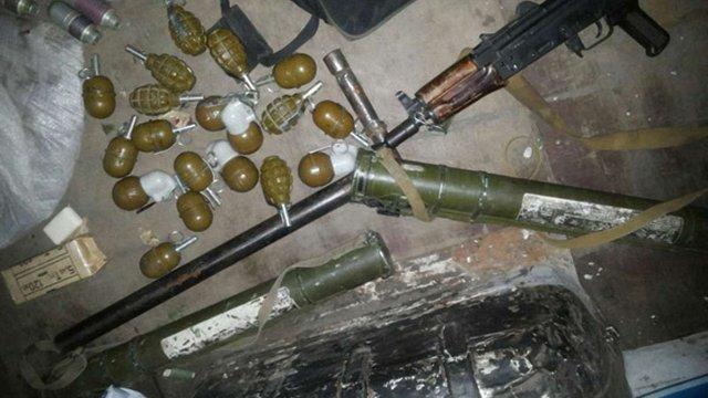 Під Харковом затримали мешканця Черкас з арсеналом зброї (фото)