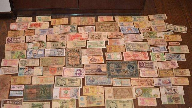 Львів'янин продає на аукціоні колекцію грошей для допомоги пораненим бійцям