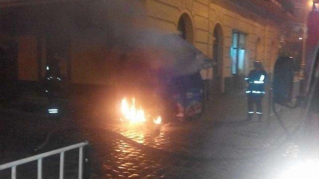 У центрі Львова згорів холодильник із морозивом