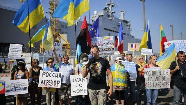 Незважаючи на заяви Олланда, перший «Містраль» почав ходові випробування з російським екіпажем