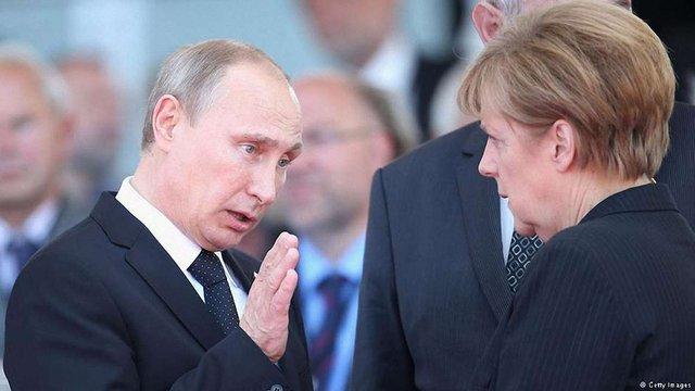 Путін і Меркель позитивно оцінили відтермінування імплементації УА України з ЄС