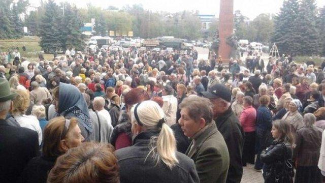 Людей, які вийшли на мітинг протесту в Антрациті, російські «козаки» погрожують розстріляти