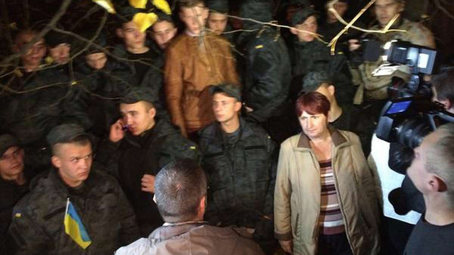 Головний військовий прокурор пообіцяв демобілізувати нацгвардійців, які протестують під АП