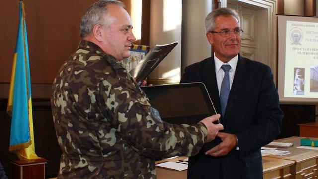 Військовий госпіталь отримав у подарунок мобільний апарат штучної вентиляції легенів