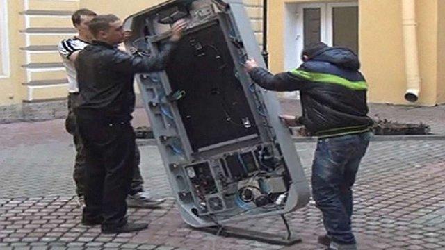 У Санкт-Петербурзі демонтували пам'ятник Стіву Джобсу після заяви Тіма Кука