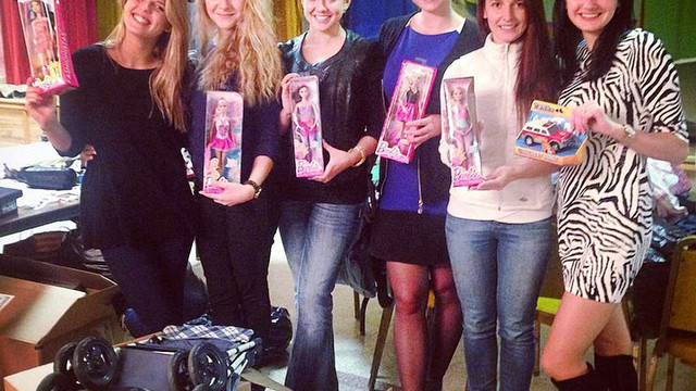 Українці у США зібрали контейнер речей для родин військових та біженців